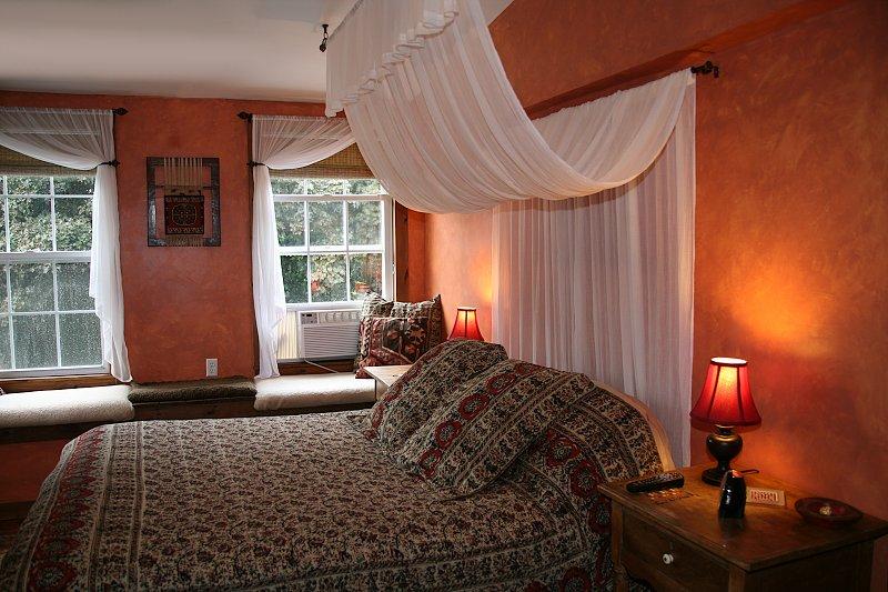 slanted ceiling with tiled shower. Med Room & Plantation Getaway Bed u0026 Breakfast and Hunters Lodge ...
